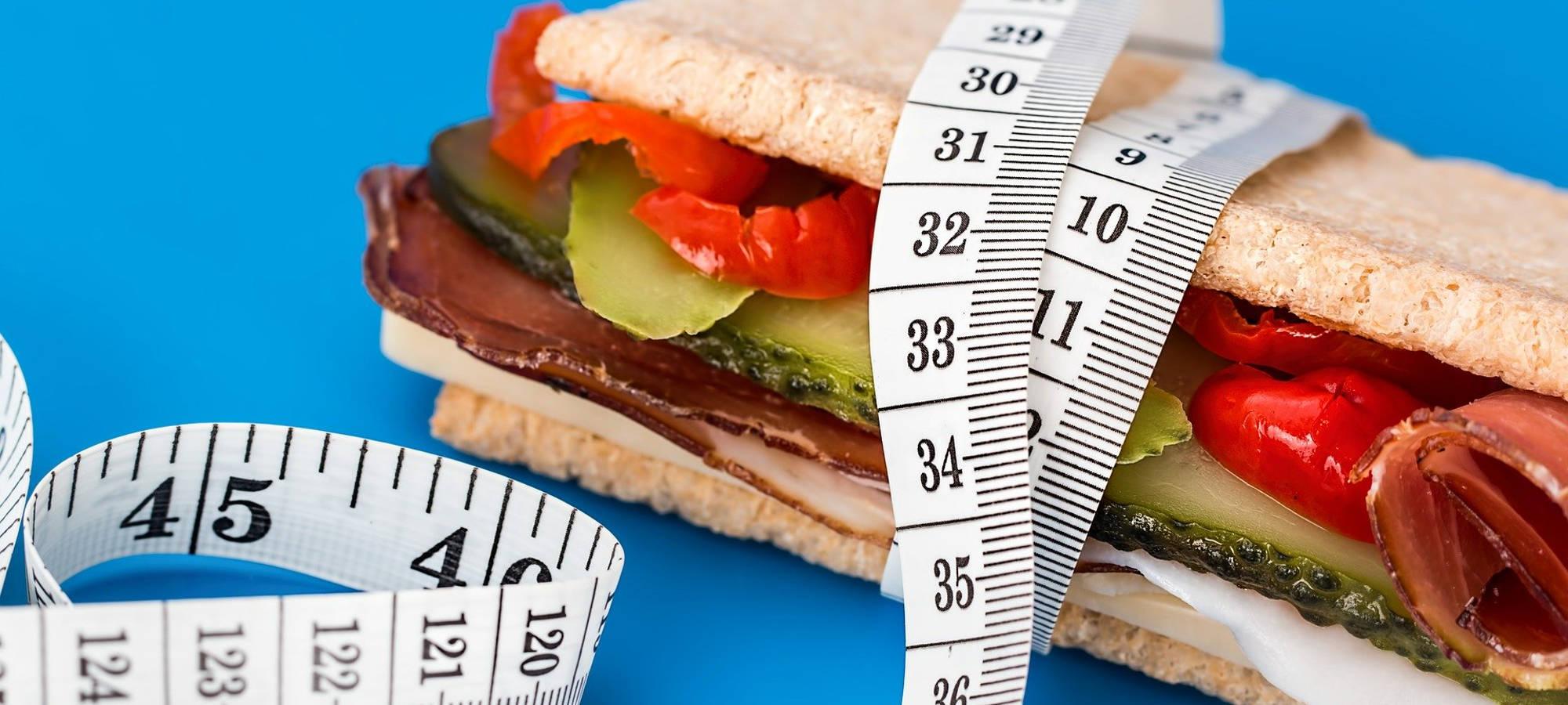 sandwich-mit-maßband